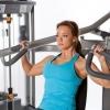 Прості вправи на плечі для занять в тренажерному залі